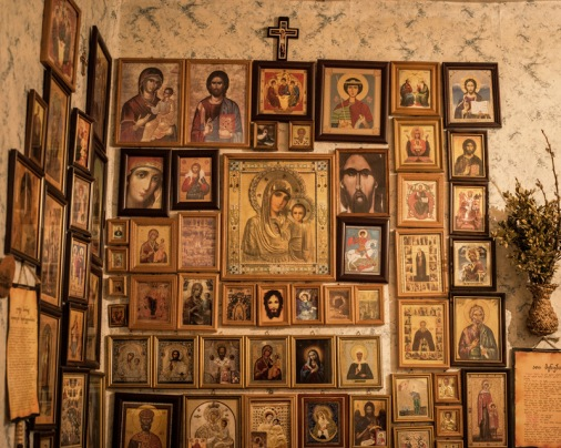 Maria'nın ailesi, ufacık odalarının bir duvarını İsa'ya ayırmışlar.
