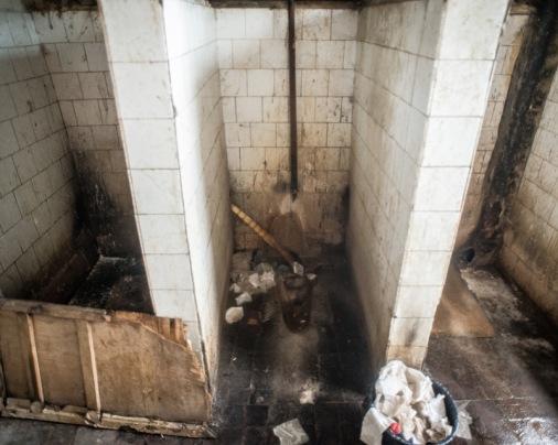 Binanın ortak tuvaleti gerçekten kötü durumda