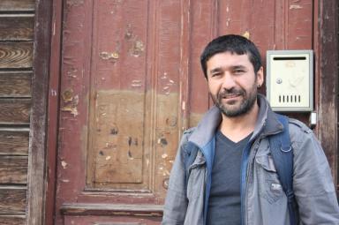 """Ercan Aktaş: """"Kitabı okumak istiyorsanız 5 Mart Pazar 15-18 saatleri arasında İstanbul Beyoğlu'ndaki İsmail Beşikçi Vakfı'na herhangi bir kitap getirerek karşılığında Öykülerle 12 Eylül'ü alabilirsiniz. Toplanacak kitaplar cezaevlerindeki mahkumlara gönderilecek"""""""