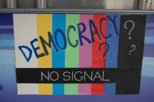 Demokrasi? Sinyal yok
